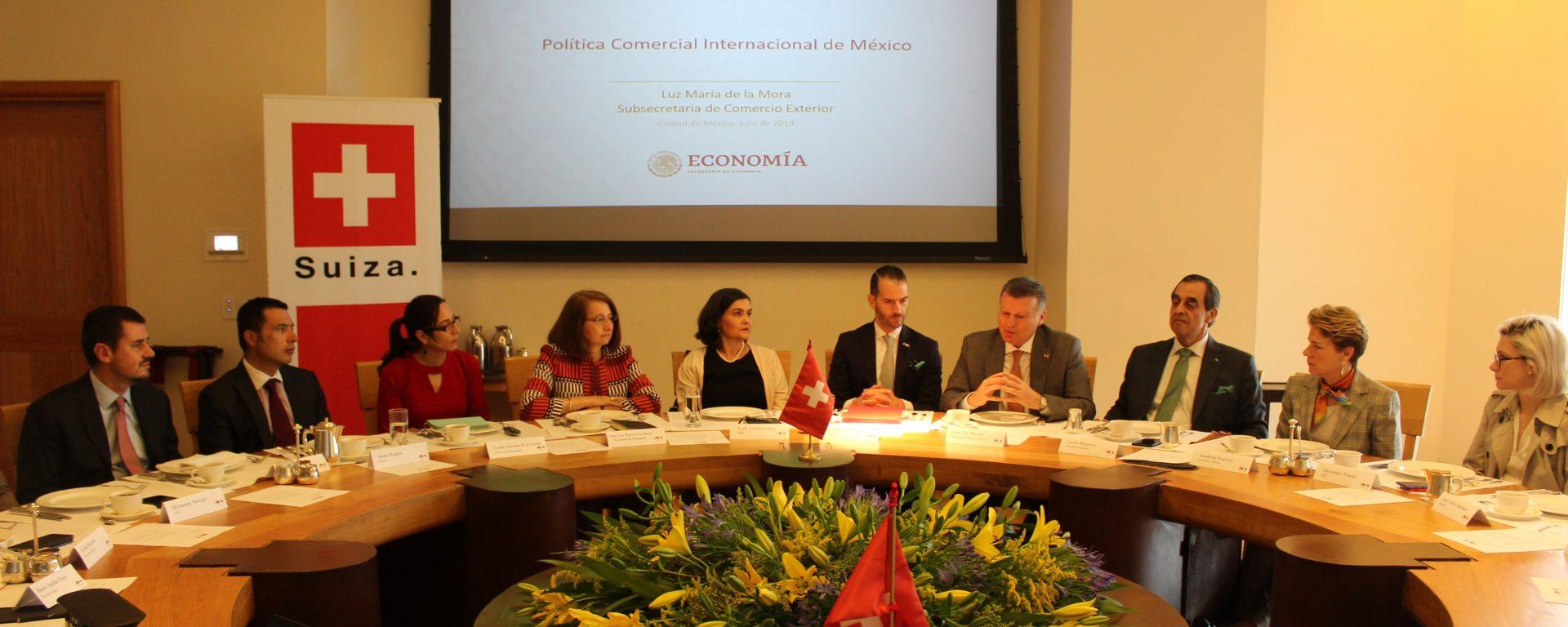 Desayuno conferencia con la Subsecretaria de Comercio Exterior, Luz María de la Mora